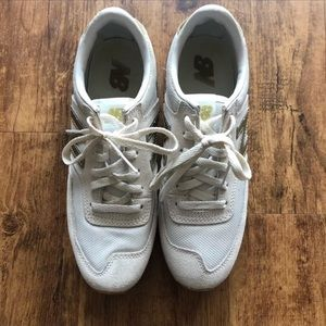 Women's White and gold new balance tennis shoes